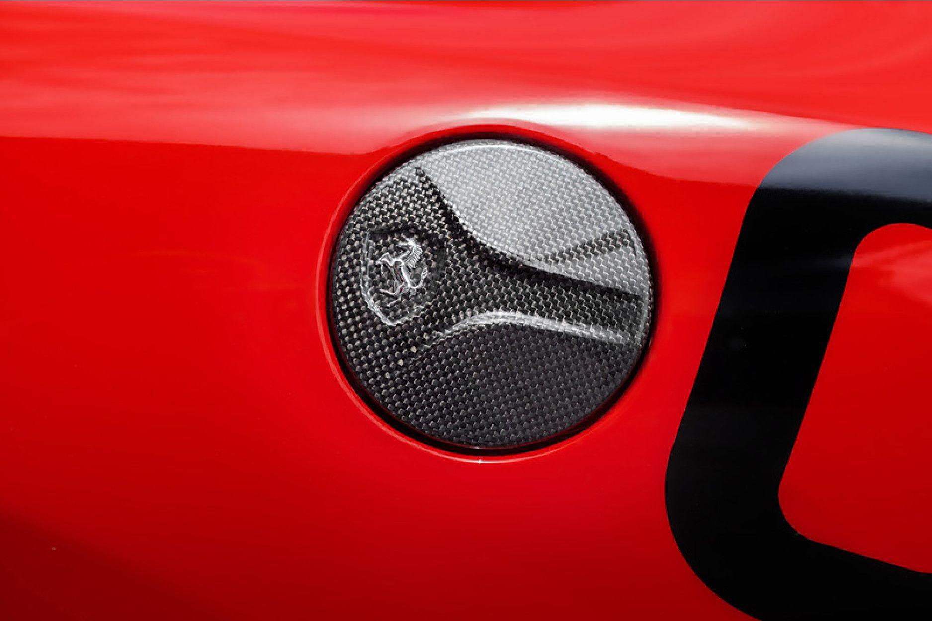 Capristo Carbon Tankdeckel fuer Ferrari 458 Italia 458 Spider 458 Speciale